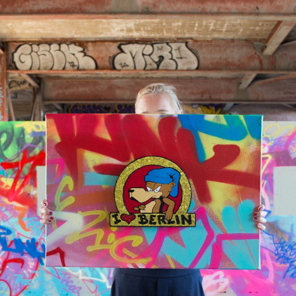 Tobo Erik Rotheim Berlin Graffiti streetart Teufelsberg Gold bling bling paul punk livingroom glitzer bär berliner bär berlin bear