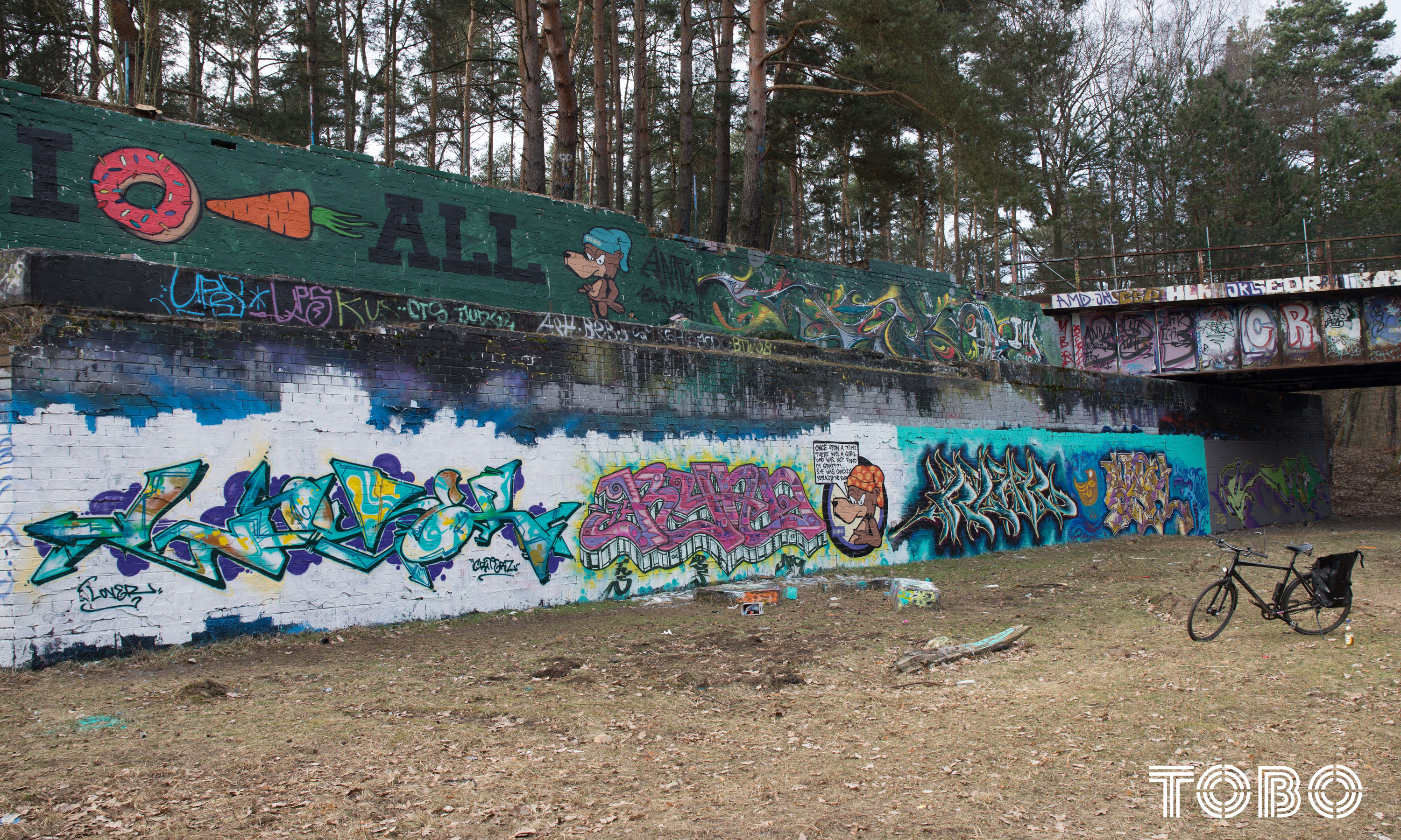 Tobo Erik Rotheim Graffiti Berlin Lover Criterz Dair DSF Trs riad skel potsdam klak alte autobahn hall of fame hitler autobahn forest wald nature kleinmachnow teltowkanal alte autobahn Once upon a time there was a girl that wasn't fond of graffiti. she was quickly replaced. the end